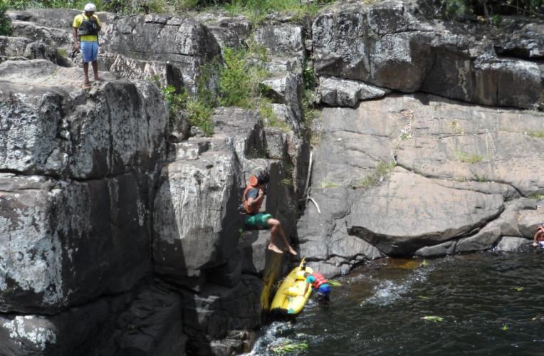 Eu saltando da Pedra do Pulo - altura de 7 a 8 metros.