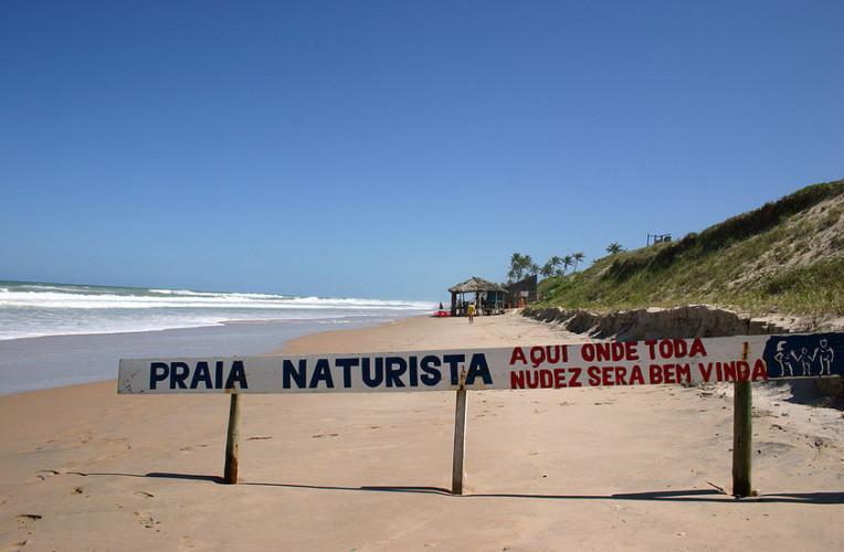 Praia das Dunas, em Massarandupió, Bahia - Uma das praias naturistas (nudistas) mais famosas do Brasil. Foto: bahia.ws.