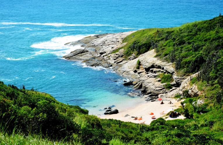 Pequena praia Olho de Boi, em Búzios - uma das praias nudistas do Rio de Janeiro. Foto: viajando.expedia.com.br.