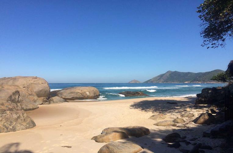 Praia do Abricó, Grumari, Rio de Janeiro - a praia de nudismo mais famosa da Cidade Maravilhosa! Foto: corpoealma.com.
