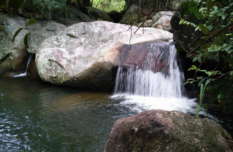 Cachoeira do Macharet, em Aldeia Velha-RJ. Foto: divulgação Facebook Cachoeira do Macharet.