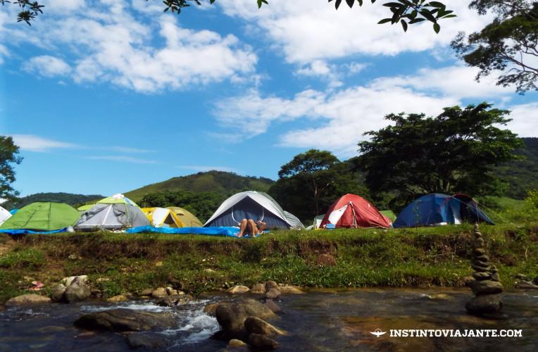 Acampar em Aldeia Velha é uma das principais opções de hospedagens.