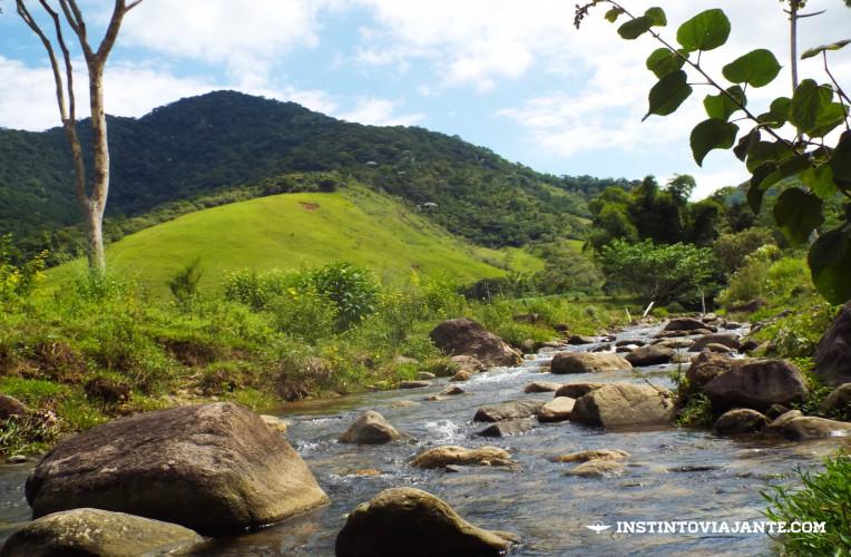 Curtir os riozinhos de Aldeia Velha são umas das melhores coisas para fazer no vilarejo.