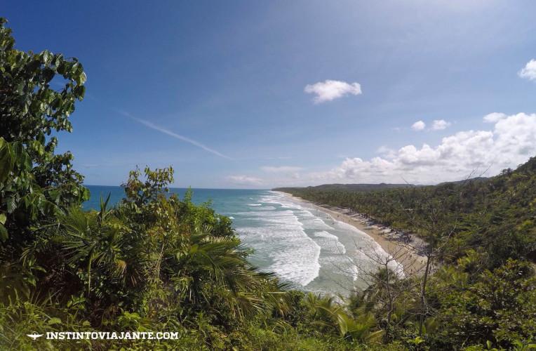 Mirante para a praia de Itacarezinho, no fim da trilha.