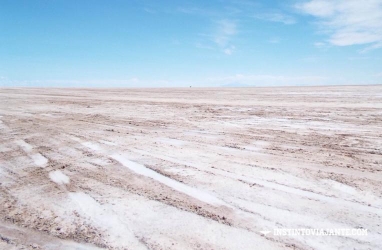 Entrando no Salar de Uyuni, sal misturado com terra | Dia 1 no Deserto de Sal