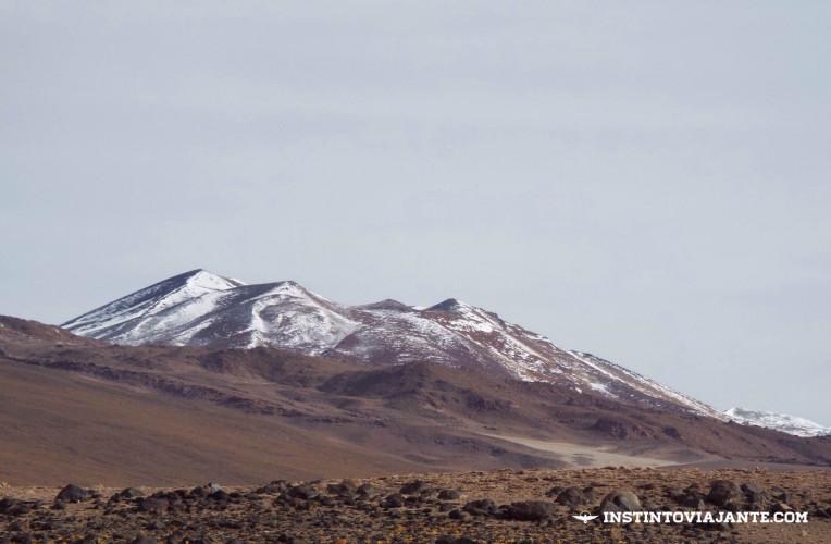 Montanhas nevadas, fronteira entre Bolívia e Chile | Dia 3 no Deserto de Sal