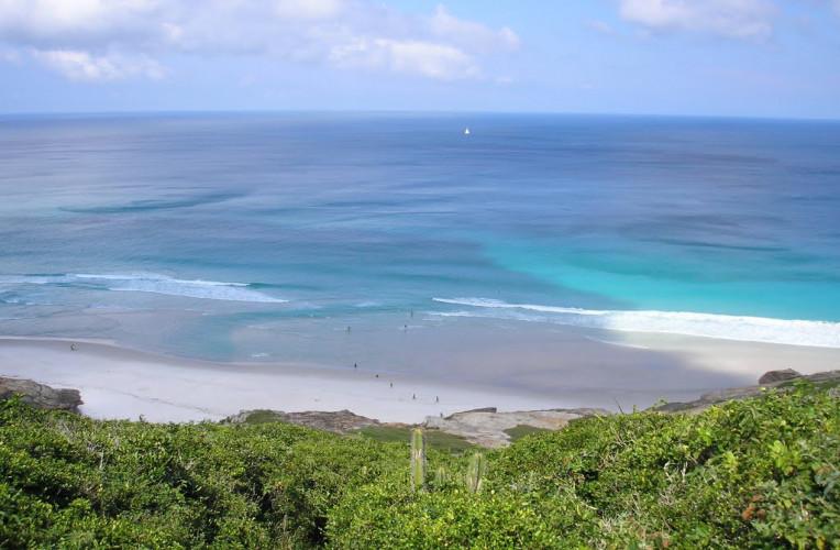 Praia Brava deserta em Arraial do Cabo-RJ