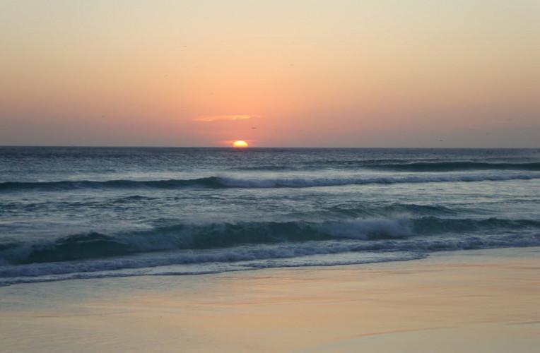 Por do sol na praia Grande, em Arraial do Cabo, RJ