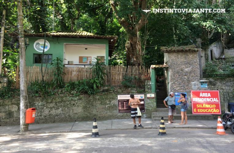 entrada trilha costão de itacoatiara niteroi rj