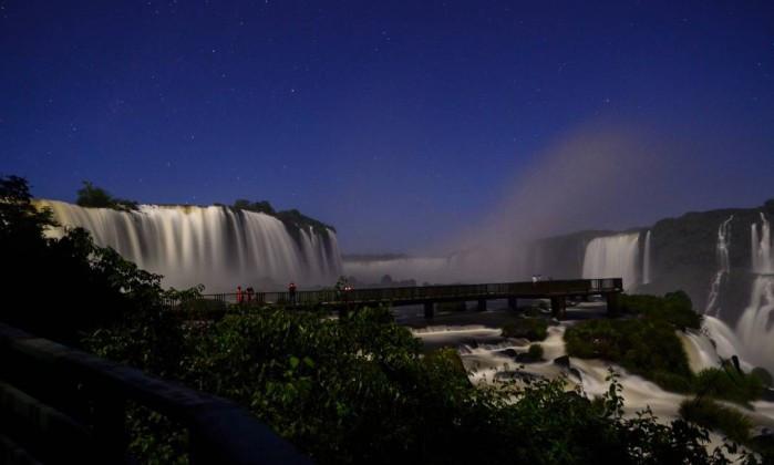 passeio noturno cataratas do iguacu foz brasil