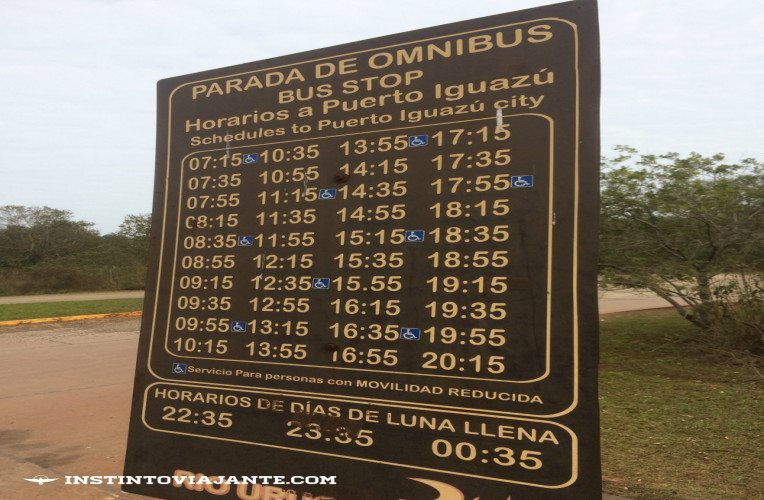 Horários ônibus Puerto Iguazú - Cataratas argentinas (Viação Rio Uruguay). Note que há ônibus para pessoas com necessidades especiais, mas em horários específicos.