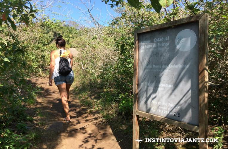 Caminho para o mirante 3, com vista para Itacoatiara.