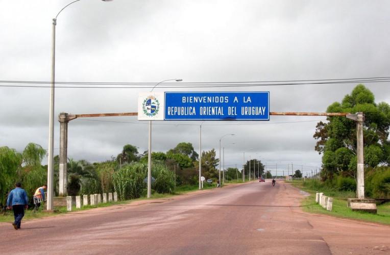 Fronteira do Brasil com Uruguai, um dos países que exigem o seguro Carta Verde.