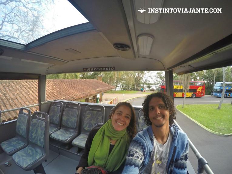 Ônibus que levas aos passeios dentro do Parque Nacional do Iguaçu, em Foz do Iguaçu
