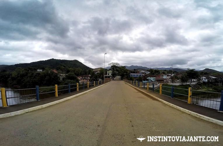 Ponte sobre o rio Ribeira de Iguape, entrada de Iporanga