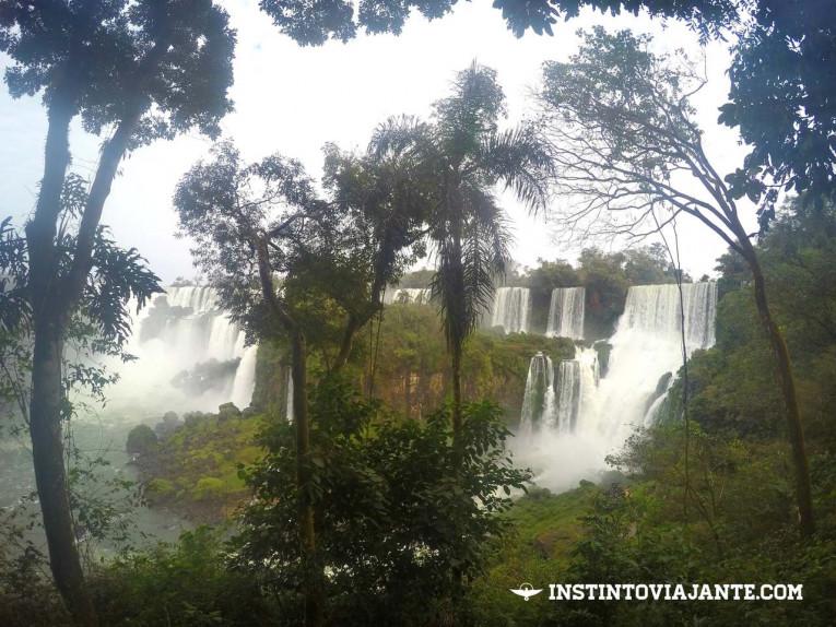 Cachoeiras vistas do Circuito Superior, nas Cataratas do Iguaçu argentinas.