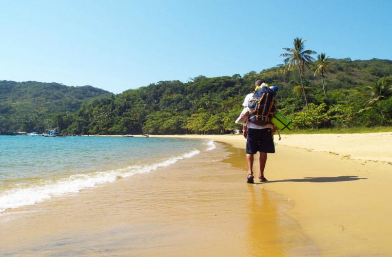 Caminhada durante minha volta completa em Ilha Grande, RJ