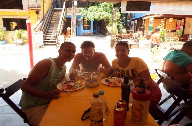 Com os amigos que encontrei por um acaso em Ilha Grande/RJ